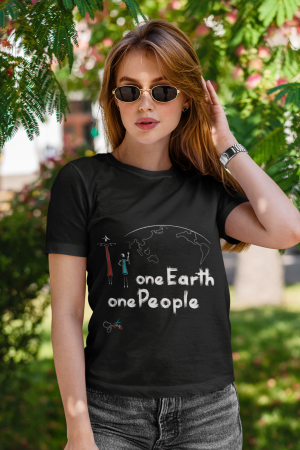 """""""One Earth One People"""" t-shirt nera donna con scritta bianca"""
